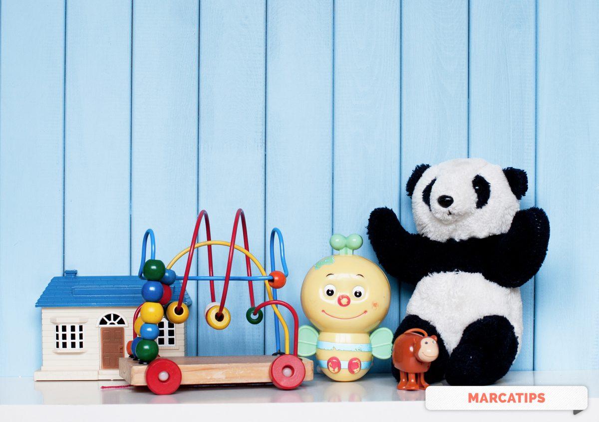 Organizar los juguetes con etiquetas